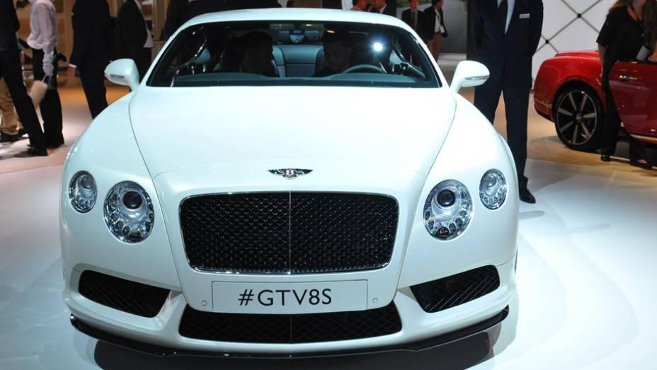 "Bentley Continental GT V8 S   <a href=""http://quatrorodas.abril.com.br/saloes/frankfurt/2013/bentley-continental-gt-v8-s-752161.shtml"" rel=""migration"">Leia mais</a>   <a href=""http://quatrorodas.abril.com.br/galerias/saloes/frankfurt/2013/direto-frankfurt-2013-2-753558.s"" rel=""migration""></a>"