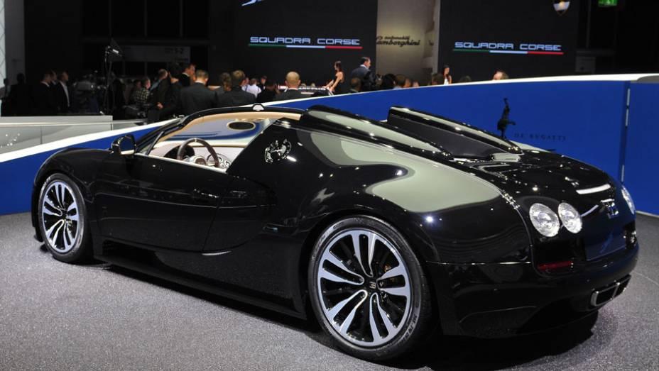 """Bugatti Veyron 16.4 Grand Sport Vitesse Legend Edition   <a href=""""http://quatrorodas.abril.com.br/saloes/frankfurt/2013/bugatti-veyron-16-4-grand-sport-vitesse-legend-edition-752978.shtml"""" rel=""""migration"""">Leia mais</a>"""