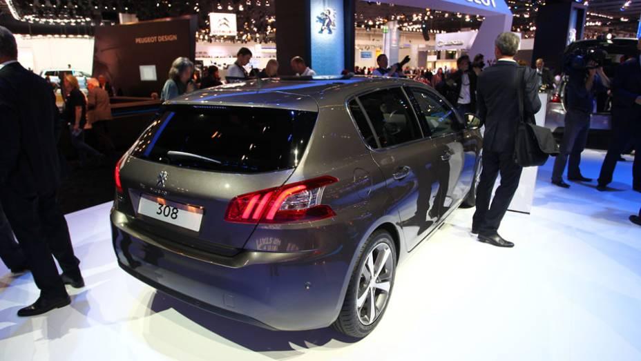 "Peugeot 308   <a href=""http://quatrorodas.abril.com.br/saloes/frankfurt/2013/peugeot-308-751768.shtml"" rel=""migration"">Leia mais</a>"