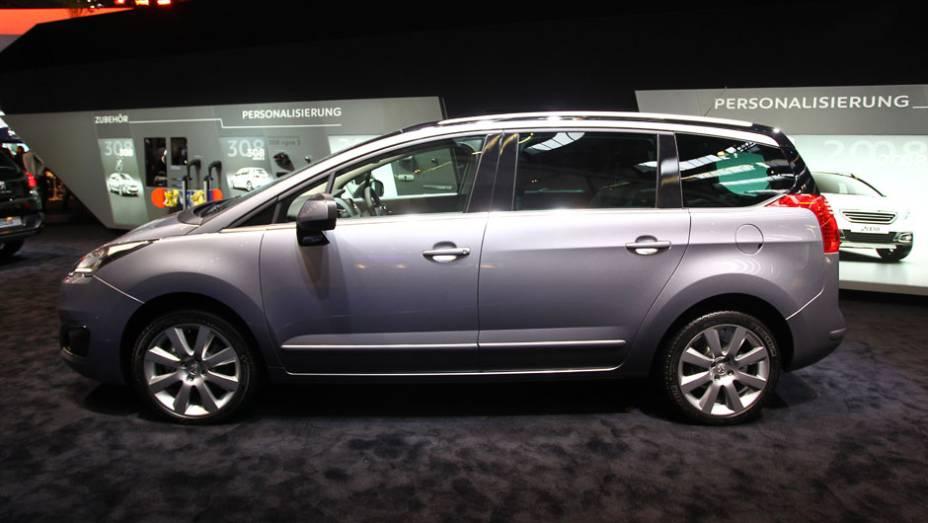 "Peugeot 5008   <a href=""http://quatrorodas.abril.com.br/saloes/frankfurt/2013/peugeot-5008-752111.shtml"" rel=""migration"">Leia mais</a>"