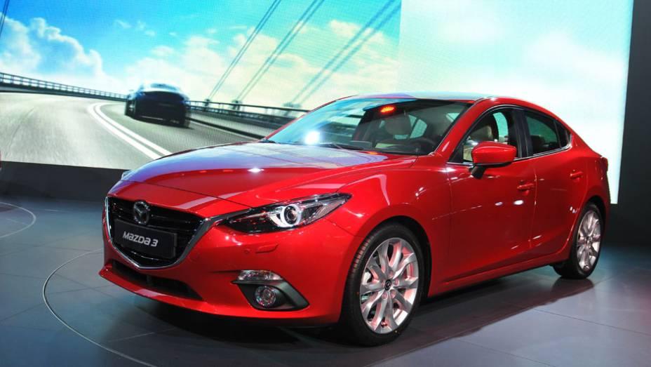 """Mazda 3   <a href=""""http://quatrorodas.abril.com.br/saloes/frankfurt/2013/mazda3-752102.shtml"""" rel=""""migration"""">Leia mais</a>   <a href=""""http://quatrorodas.abril.com.br/galerias/saloes/frankfurt/2013/direto-frankfurt-2013-2-753558.shtml"""" rel=""""migration"""">Direto de Frankfurt 2013 - parte 2</a>"""