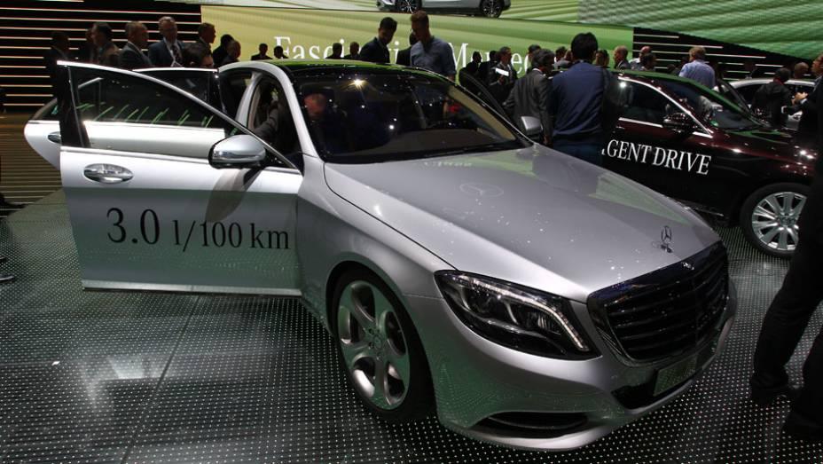 "Mercedes-Benz S500 Plug-In Hybrid   <a href=""http://quatrorodas.abril.com.br//saloes/frankfurt/2013/mercedes-benz-s500-plug-in-hybrid-753481.shtml"" rel=""migration"">Leia mais</a>"