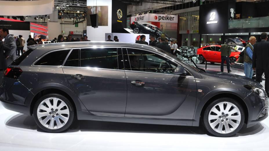 """Opel Insignia Country Tourer   <a href=""""http://quatrorodas.abril.com.br/saloes/frankfurt/2013/opel-insignia-country-tourer-752099.shtml"""" rel=""""migration"""">Leia mais</a>"""