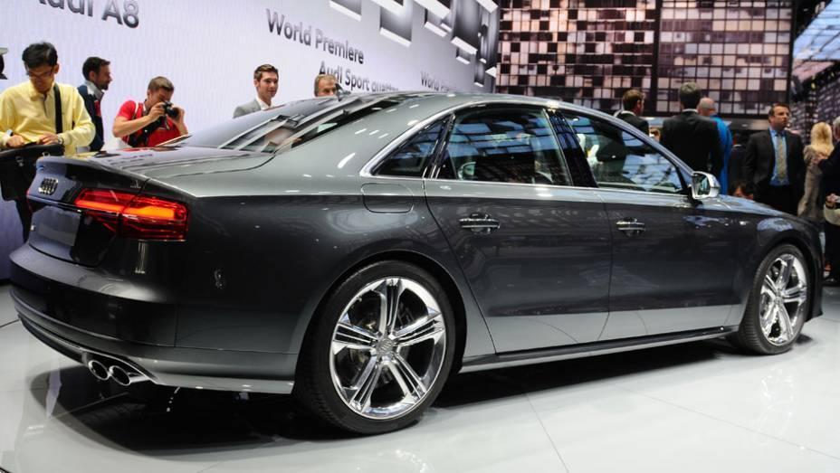 """Audi A8 2014   <a href=""""http://quatrorodas.abril.com.br/saloes/frankfurt/2013/audi-a8-2014-753145.shtml"""" rel=""""migration"""">Leia mais</a>"""