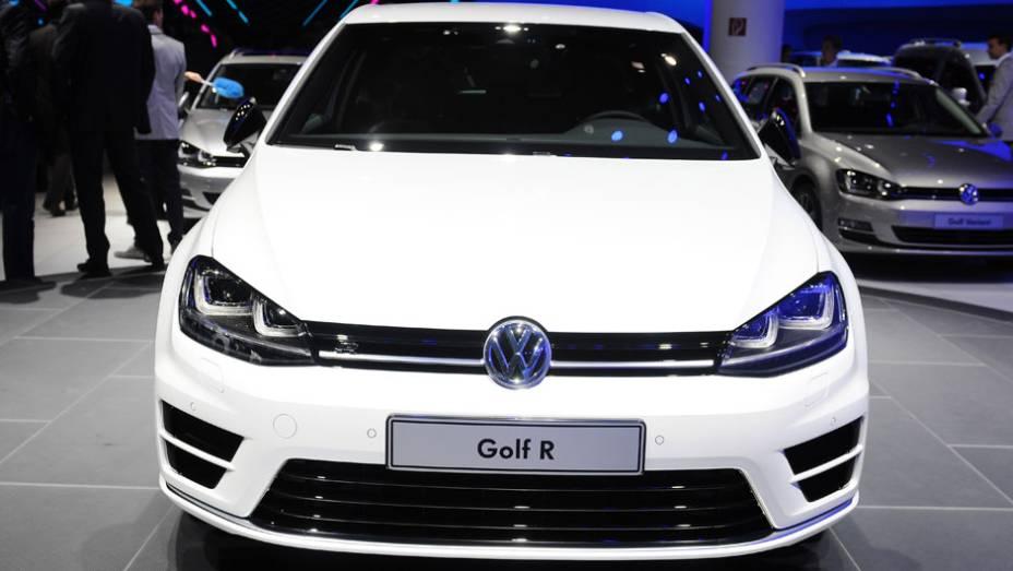 """VW Golf R   <a href=""""http://quatrorodas.abril.com.br/saloes/frankfurt/2013/volkswagen-golf-r-752207.shtml"""" rel=""""migration"""">Leia mais</a>"""