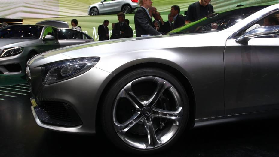 "Mercedes-Benz Classe S Coupé   <a href=""http://quatrorodas.abril.com.br/saloes/frankfurt/2013/mercedes-benz-classe-s-coupe-753066.shtml"" rel=""migration"">Leia mais</a>"