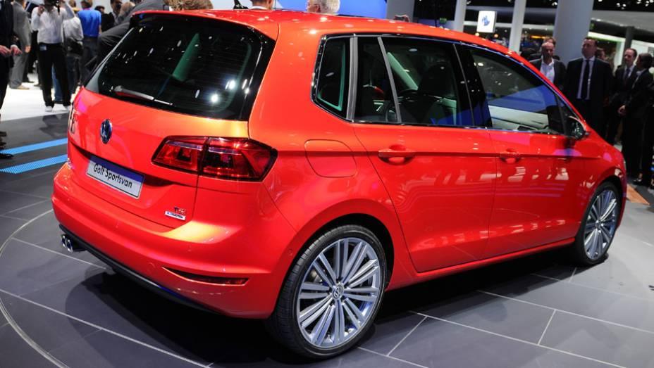 "VW Golf Sportsvan Concept   <a href=""http://quatrorodas.abril.com.br/saloes/frankfurt/2013/volkswagen-golf-sportsvan-concept-752994.shtml"" rel=""migration"">Leia mais</a>"
