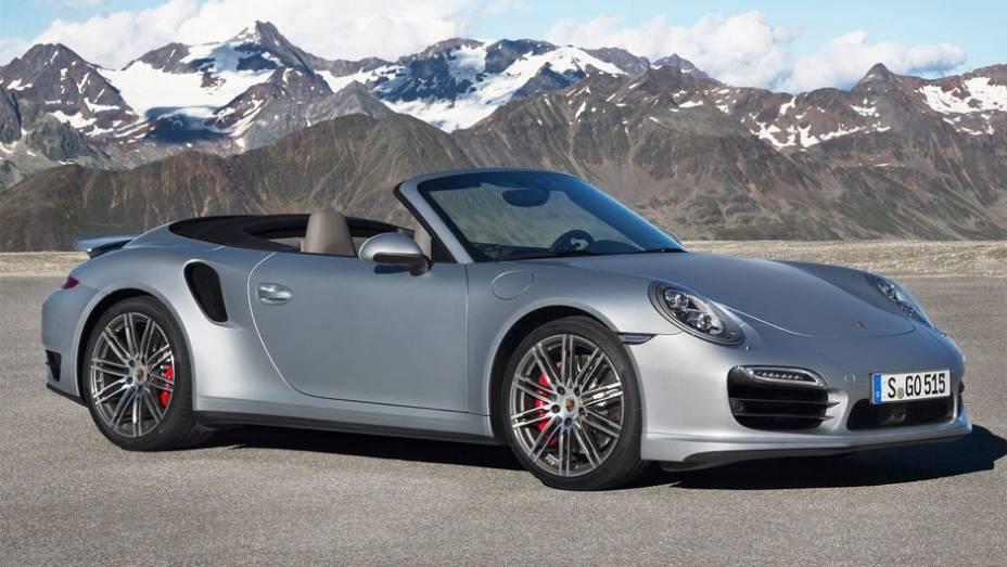 """Porsche revela 911 Turbo Cabriolet 2014   <a href=""""http://quatrorodas.abril.com.br/noticias/fabricantes/porsche-revela-911-turbo-turbo-s-cabriolet-754889.shtml"""" rel=""""migration"""">Leia mais</a>"""