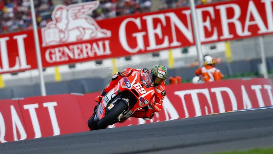 """Despedindo-se da Ducati, Hayden foi o oitavo   <a href=""""http://quatrorodas.abril.com.br/moto/noticias/lorenzo-vence-nao-impede-titulo-marquez-759873.shtml"""" rel=""""migration""""></a>"""