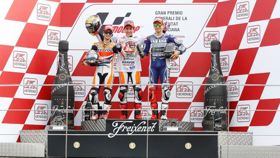 """Marc Márquez terminou a Temporada 2013 da MotoGP com 334 pontos, 4 a mais que Lorenzo e 34 a mais que Pedrosa   <a href=""""http://quatrorodas.abril.com.br/moto/noticias/lorenzo-vence-nao-impede-titulo-marquez-759873.shtml"""" rel=""""migration""""></a>"""