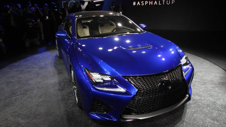 "Lexus RC F | <a href=""http://quatrorodas.abril.com.br/noticias/saloes/detroit-2014/lexus-expoe-rc-f-detroit-770421.shtml"" rel=""migration"">Leia Mais</a>"