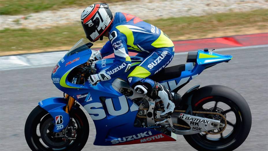 """Randy de Puniet testou a Suzuki, que pode voltar à categoria em 2015   <a href=""""http://quatrorodas.abril.com.br/moto/noticias/motogp-marquez-lidera-primeiro-dia-testes-sepang-772341.shtml"""" rel=""""migration"""">Leia mais</a>"""