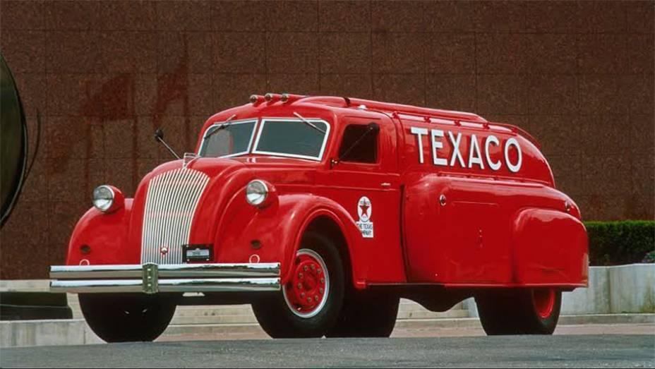Tanker Truck (1939) - Nunca houve um Dodge Airflow de passeio, mas sim esse caminhão com tanque embutido no revolucionário estilo streamline. Levava 4448 litros