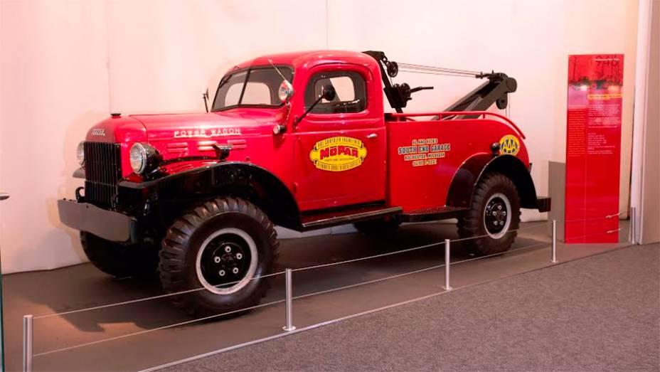 Power Wagon (1946) - Baseado num utilitário militar da Segunda Guerra, quase um caminhão leve, introduziu a tração integral no segmento das picapes para uso civil