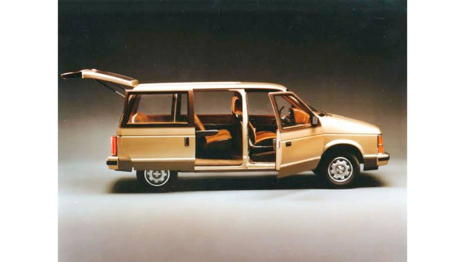Caravan (1984) - O carro responsável pela febre das minivans nos anos 80 foi, ao lado dos compactos da plataforma K, (mais uma) tábua da salvação financeira da Chrysler