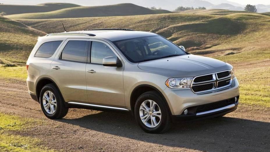 """Com espaço de sobra para sete pessoas, o SUV é o segundo modelo da Dodge no Brasil   <a href=""""http://quatrorodas.abril.com.br/carros/lancamentos//dodge-durango-736268.shtml"""" rel=""""migration"""">Leia mais</a>"""