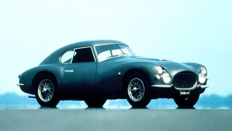 Foi uma breve experiência, mas a Fiat produziu por dois anos um esportivo com motor V8 de 105 cv e, não raro, carrocerias customizadas. Tornou-se um clássico disputado por colecionadores
