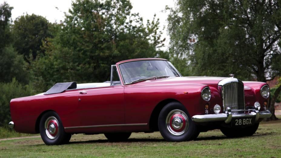 Na esteira da Rolls-Royce, que também estreava seu primeiro V8 de série naquele ano, o Bentley de maior prestígio foi agraciado com cerca de 200 cv de potência, 30 cv a mais que o S1