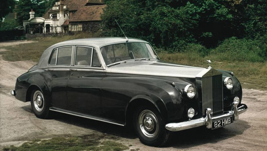 Suas mais de duas toneladas ficaram bem mais leves com o novo V8, que o levava a 183 km/h. Desnecessário dizer o respaldo de reputação que esse tipo de motor ganhou com o da Rolls-Royce