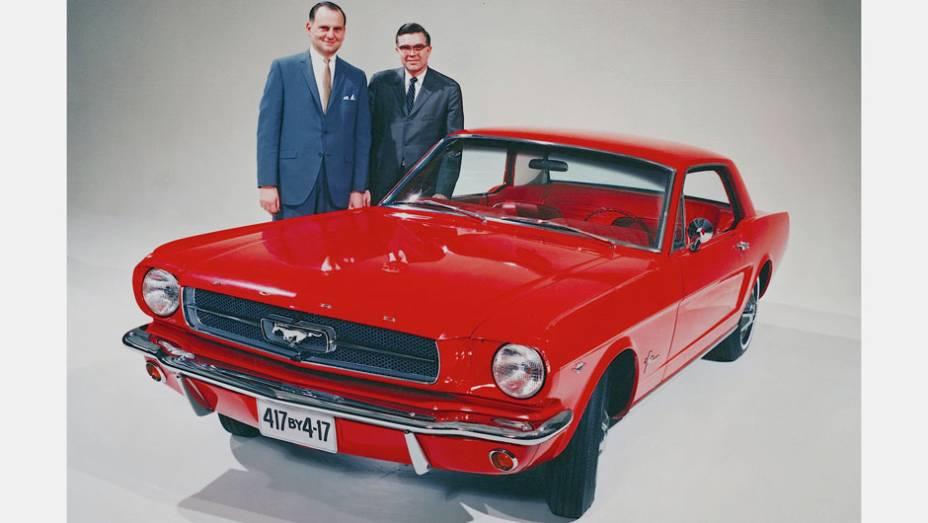 Compacto equipado com V8 e desenho de apelo esportivo, ele foi responsável por dar início ao fenômeno dos pony-cars. Começou com versões de 164, 210 e 271 cv.