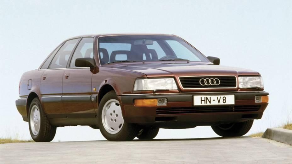 Adesão tardia aos V8 foi a da Audi, com esse sedã baseado no 100. Ele antecedeu o A8, que catapultou o status da marca e desse tipo de propulsor em 1994.