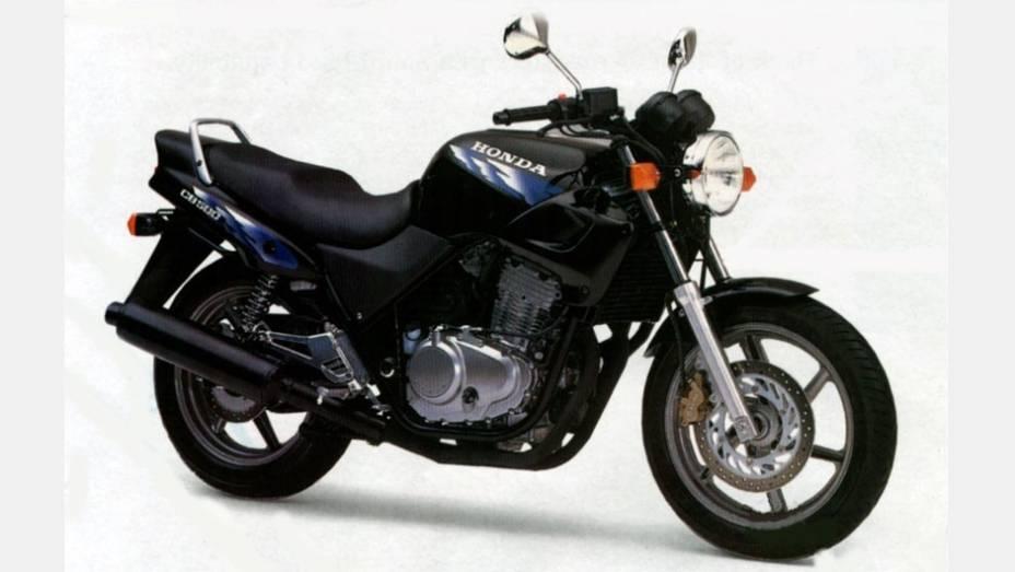 Mais uma clássica da Honda, a CB 500, ou CBzona, foi produzida de 1997 a 2005. Para a alegria dos fãs, em 2013 Honda anunciou a volta do modelo