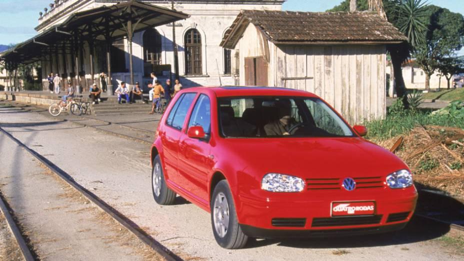 """Com o motor 1.8 turbo do A3, o GTI era vendido com 150 cv ou 180 cv, sendo o nacional mais potente daquela época   <a href=""""http://quatrorodas.abril.com.br/carros/lancamentos/volkswagen-golf-vii-749855.shtml"""" rel=""""migration"""">Mais sobre o novo Golf no Brasil</a>  """