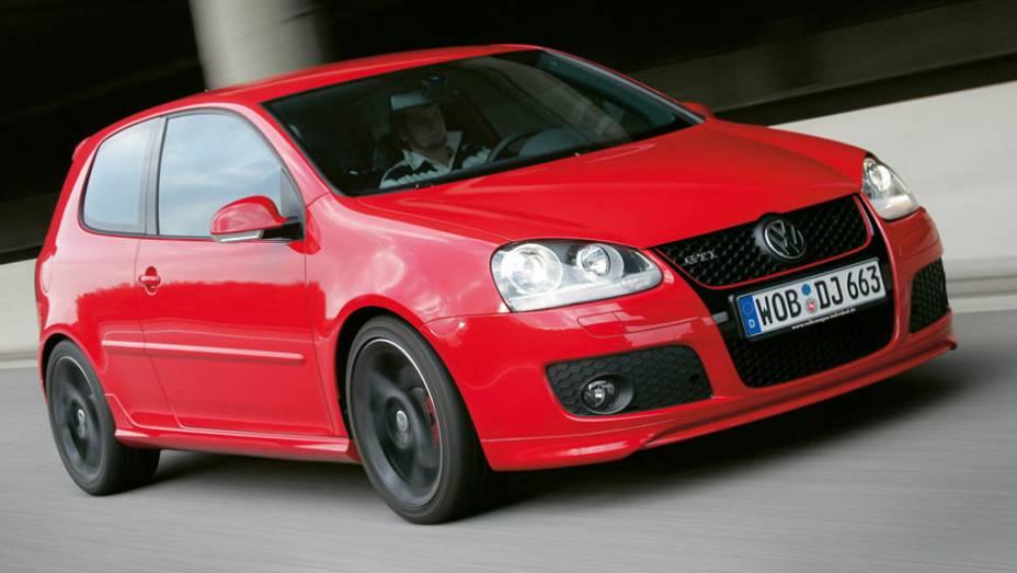 """O GTI tinha o motor 2.0 turbinado com 200 cv, o mesmo empregado em outros modelos da gama, como Passat e Tiguan   <a href=""""http://quatrorodas.abril.com.br/carros/lancamentos/volkswagen-golf-vii-749855.shtml"""" rel=""""migration"""">Mais sobre o novo Golf no Brasil</a>  """