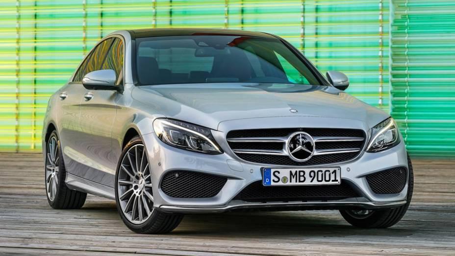 "Mercedes-Benz Classe C | <a href=""http://quatrorodas.abril.com.br/galerias/especiais/north-american-truck-utility-of-the-year-2015-802090.shtml"" rel=""migration"">Candidatos ao NA Truck/Utility of the Year 2015</a>"
