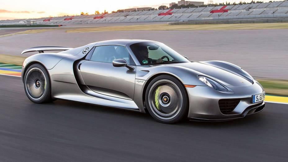 1º) Porsche 918 Spyder (2014) - valor do IPVA: R$ 133.146,08; valor venal: R$ 3.328.652,00; equivale a: BMW 118iA Urban/Sport 1.6 TB 16V (R$ 133.625,00)