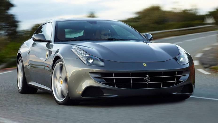 4º) Ferrari FF (2012) - valor do IPVA: R$ 93.675,16; valor venal: R$ 2.341.879,00; equivale a: Toyota Corolla Altis 2.0 Aut. (R$ 93.855,00)