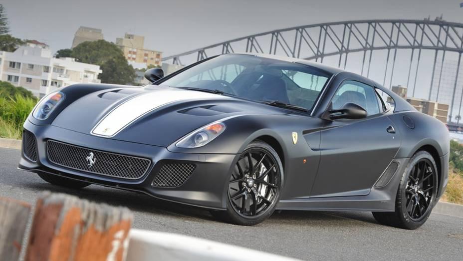 9º) Ferrari 599 GTO (2011) - valor do IPVA: R$ 66.887,16; valor venal: R$ 1.672.179,00; equivale a: Honda Fit EXL 1.5 Aut (R$ 66.453,00)