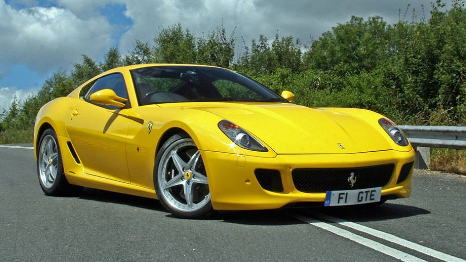 10º) Ferrari 599 GTB (2011) - valor do IPVA: R$ 66.633,28; valor venal: R$ 1.665.832,00; equivale a: Ford EcoSport Freestyle 2.0 (R$ 65.610,00)