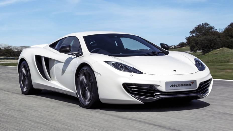 13º) McLaren MP4-12C (2012) - valor do IPVA: R$ 55.780,48; valor venal: R$ 1.394.512,00; equivale a: Hyundai HB20X Style Aut. (R$ 54.325,00)
