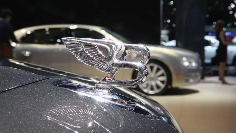 """Estande da Bentley   <a href=""""http://quatrorodas.abril.com.br/galerias/saloes/detroit-2015/1o-dia-salao-detroit-824981.shtml"""" rel=""""migration"""">Veja a primeira parte</a>"""