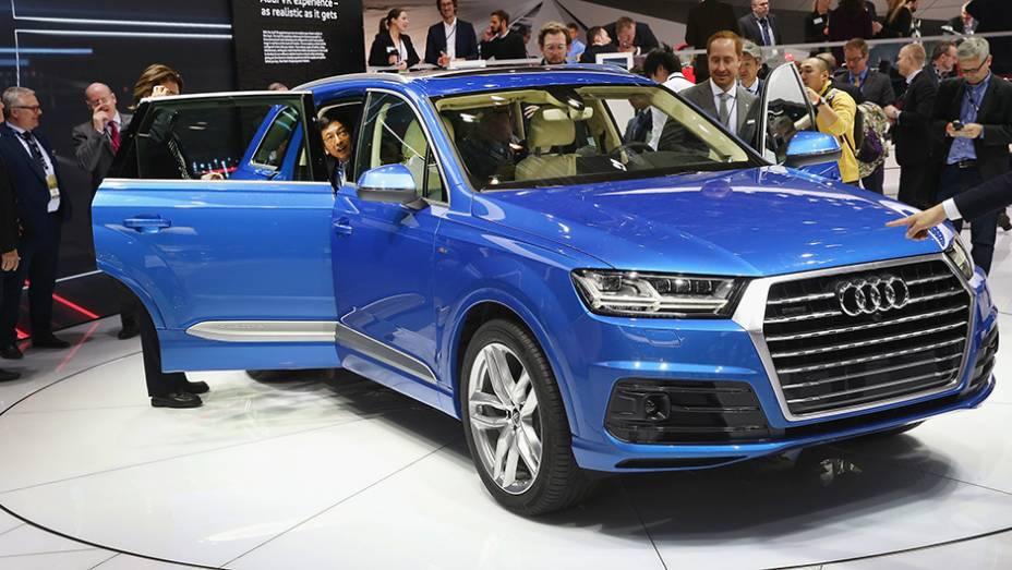 """Audi Q7   <a href=""""http://quatrorodas.abril.com.br/noticias/saloes/detroit-2015/vazam-imagens-novo-audi-q7-820180.shtml"""" rel=""""migration"""">Leia mais</a>   <a href=""""http://quatrorodas.abril.com.br/galerias/saloes/detroit-2015/1o-dia-salao-detroit-824981.shtml"""" rel=""""migration"""">Veja a primeira p</a>"""