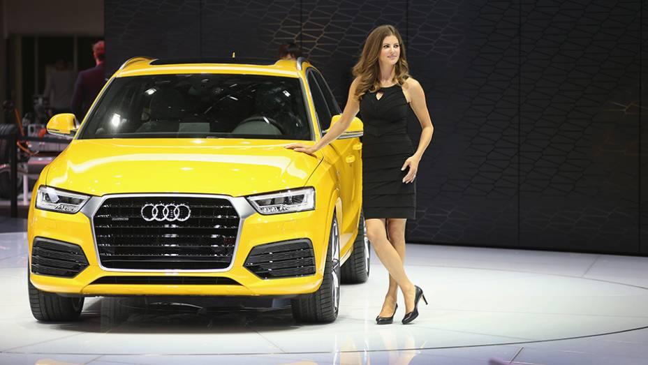 """Audi Q3   <a href=""""http://quatrorodas.abril.com.br/noticias/saloes/detroit-2015/audi-promove-facelift-q3-825580.shtml"""" rel=""""migration"""">Leia mais</a>   <a href=""""http://quatrorodas.abril.com.br/galerias/saloes/detroit-2015/1o-dia-salao-detroit-824981.shtml"""" rel=""""migration"""">Veja a primeira par</a>"""