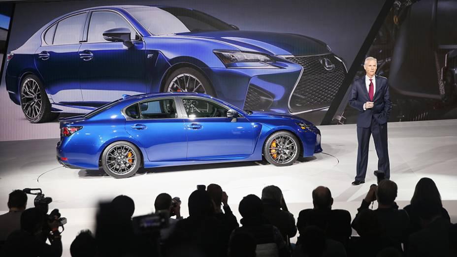 """Lexus GS F   <a href=""""http://quatrorodas.abril.com.br/noticias/saloes/detroit-2015/lexus-apresenta-gs-f-2016-822700.shtml"""" rel=""""migration"""">Leia mais</a>   <a href=""""http://quatrorodas.abril.com.br/galerias/saloes/detroit-2015/1o-dia-salao-detroit-824981.shtml"""" rel=""""migration"""">Veja a primeira</a>"""