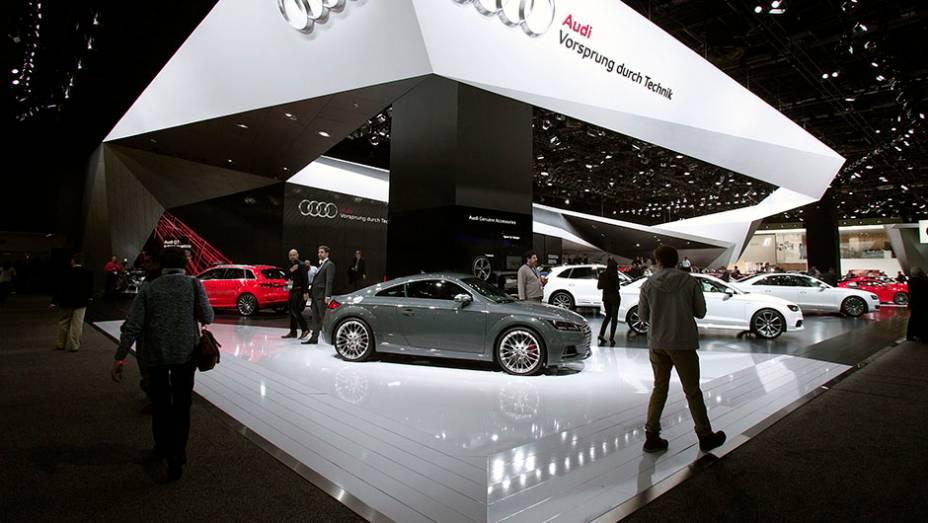 """Estande da Audi   <a href=""""http://quatrorodas.abril.com.br/galerias/saloes/detroit-2015/1o-dia-salao-detroit-824981.shtml"""" rel=""""migration"""">Veja a primeira parte</a>"""