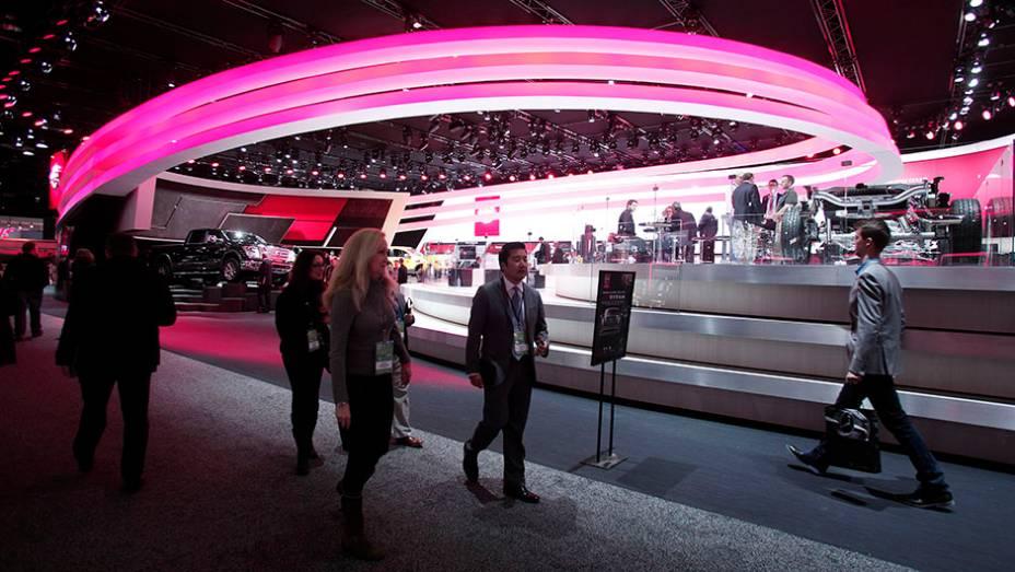 """Estande da Nissan   <a href=""""http://quatrorodas.abril.com.br/galerias/saloes/detroit-2015/1o-dia-salao-detroit-824981.shtml"""" rel=""""migration"""">Veja a primeira parte</a>   <a href=""""http://quatrorodas.abril.com.br/galerias/saloes/detroit-2015/direto-detroit-parte-2-825561.shtml"""" rel=""""migration""""></a>"""
