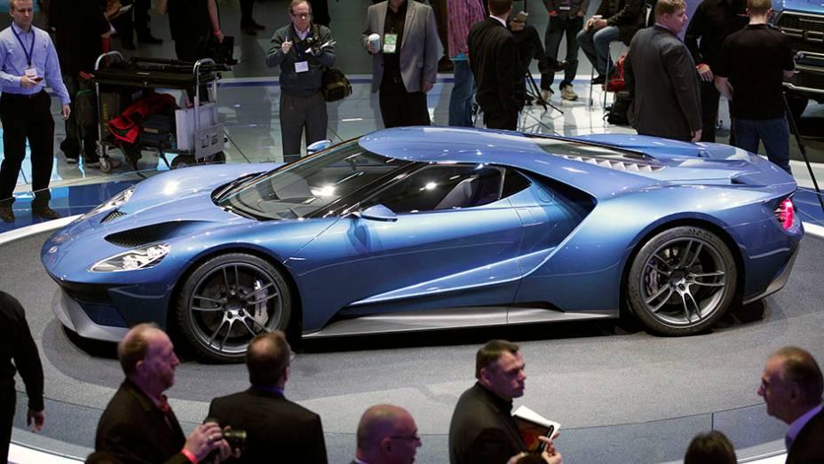 """Ford GT concept   <a href=""""http://quatrorodas.abril.com.br/noticias/saloes/detroit-2015/ford-gt-concept-mostrado-detroit-824580.shtml"""" rel=""""migration"""">Leia mais</a>   <a href=""""http://quatrorodas.abril.com.br/galerias/saloes/detroit-2015/1o-dia-salao-detroit-824981.shtml"""" rel=""""migration"""">Vej</a>"""