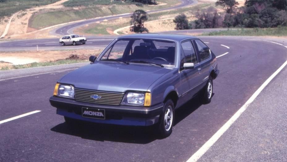 Por sinal, em 1982 também foi lançado o carismático Chevrolet Monza. O exemplar retratado na foto é de 1983.