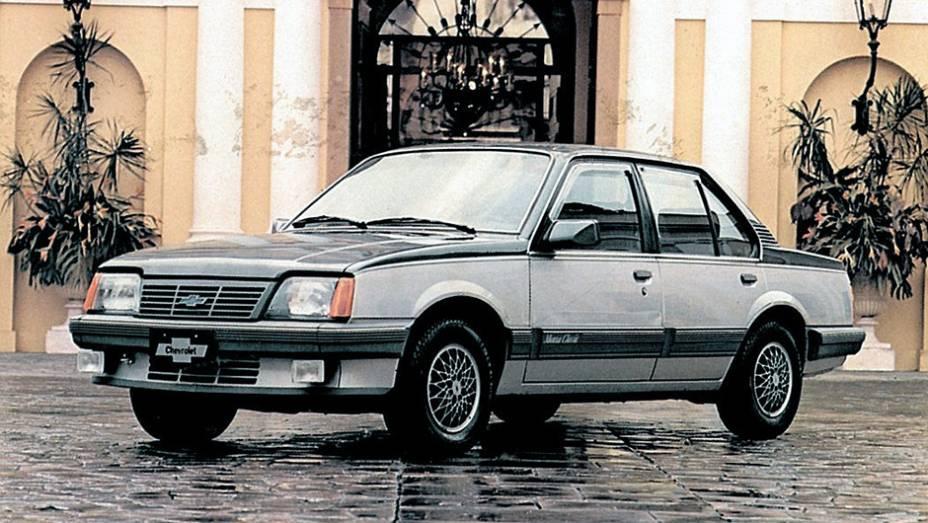 Rapidamente, o Monza se tornou referência no mercado brasileiro, ganhando novas versões, incluindo a Classic.