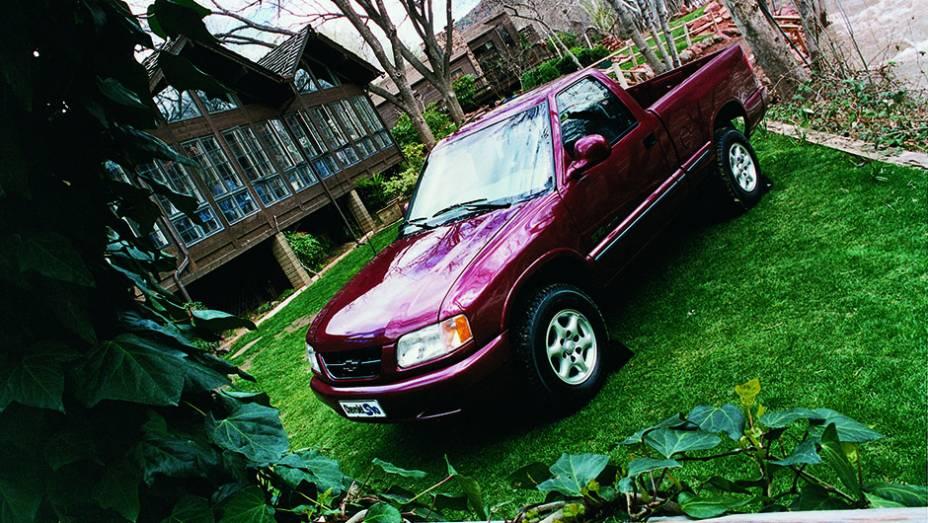 No segmento das picapes, a Chevrolet introduziu a S10 no mercado brasileiro.