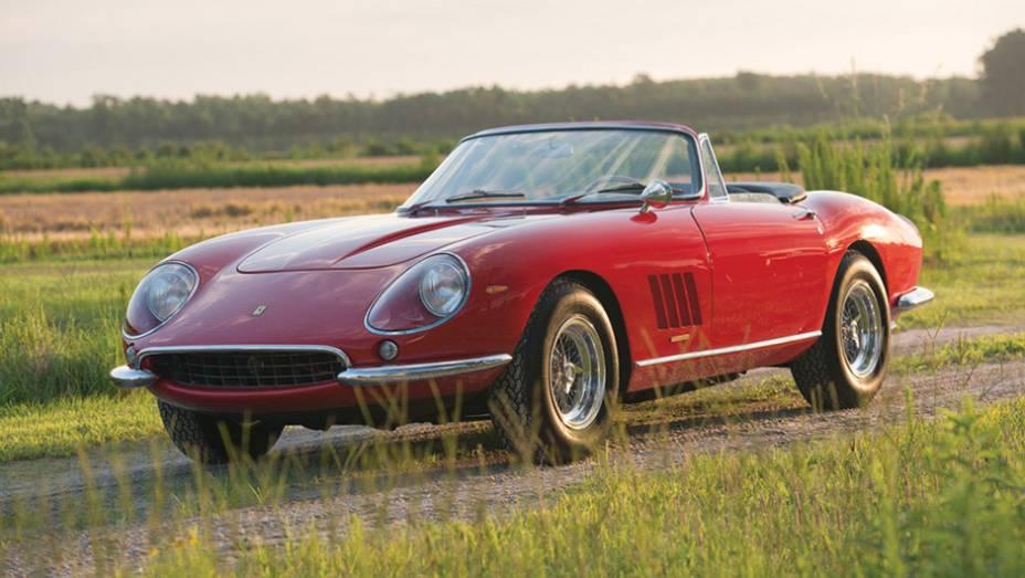 3º - Ferrari 275 GTB/4*S NART Spider (1967); arrematada por US$ 27.500.000 em agosto de 2013