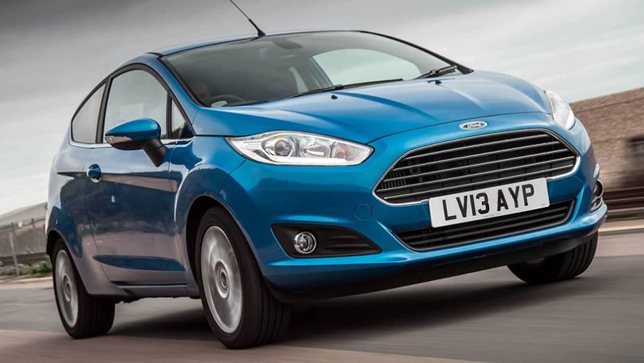 """E não é que o carro mais vendido no Reino Unido é um """"reasonably priced car"""" (saudades, Top Gear)? O Ford Fiesta foi o campeão de 2014, com 131.254 exemplares."""