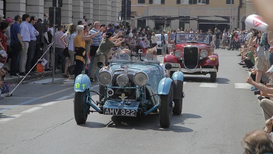 """A partir de 1977, a Mille Miglia retornou com o perfil de """"evento nostalgia"""". Praticamente um desfile envolvendo carros das mais diversas origens."""