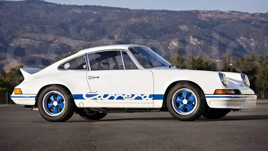 """O Porsche 911 Carrera RS 2.7 Lightweight, de 1973, queria o máximo de desempenho. Para isso, não poupou """"supérfluos"""" como revestimento acústico, retrovisor externo direito e porta-luvas."""