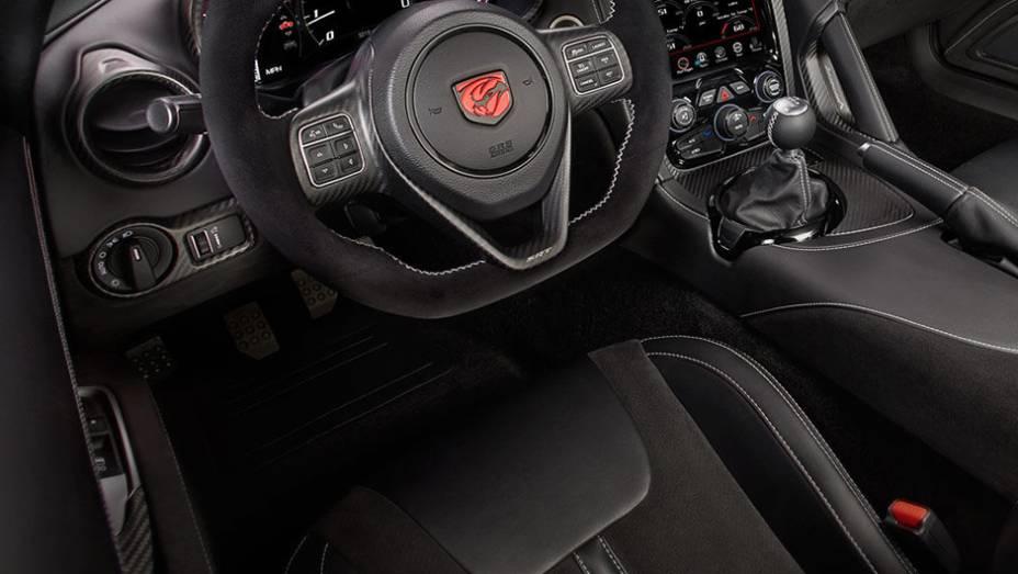 Quando o assunto é performance, quaisquer gramas a menos contam. Por isso, a Dodge instalou carpetes mais finos na versão ACR do Viper, além de outras medidas.