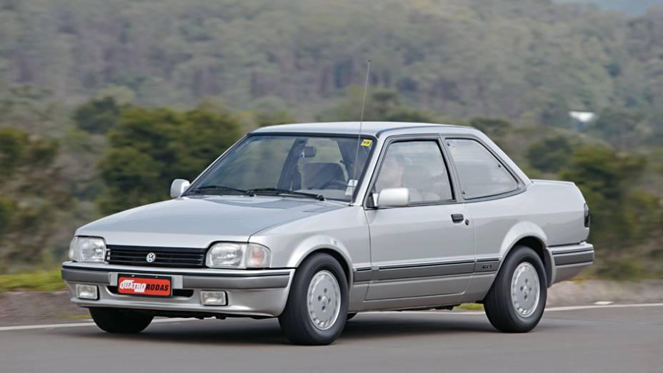 VW Apollo: um dos símbolos da aliança Autolatina (firmada entre Ford e Volkswagen), o sedã era essencialmente um Ford Verona com os logotipos da empresa alemã; resistiu até 1992